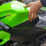 Side Tank Grip Snake Skin Pelindung Tangki Samping New Ninja 250 2018